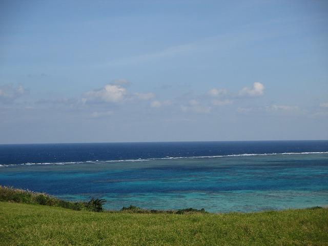 平久保崎灯台までの道の美しい海