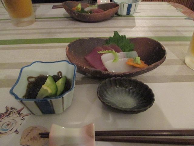 夕食のお刺身とモズク