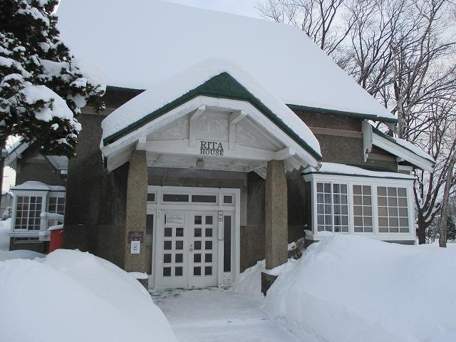 雪の中のリタハウス
