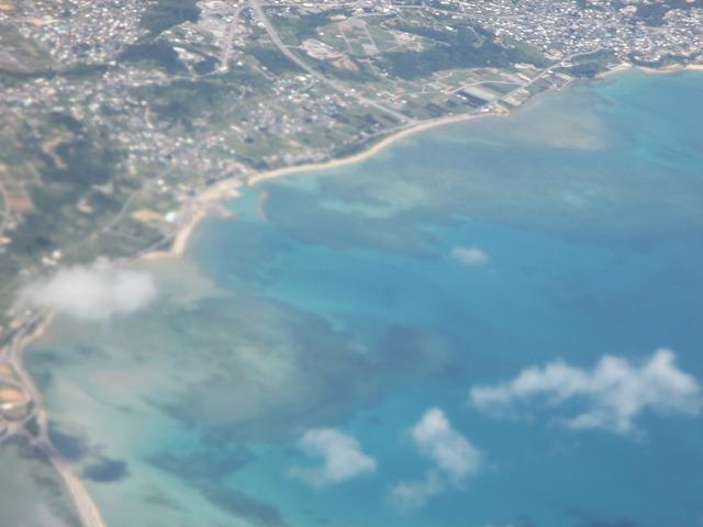 空から見る沖縄の海