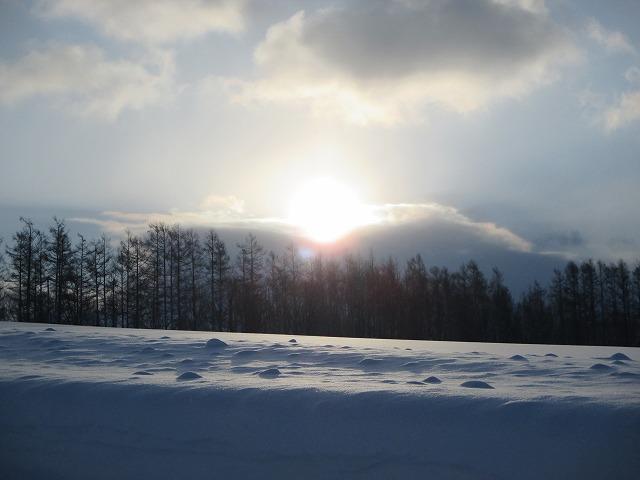 雲の間から太陽