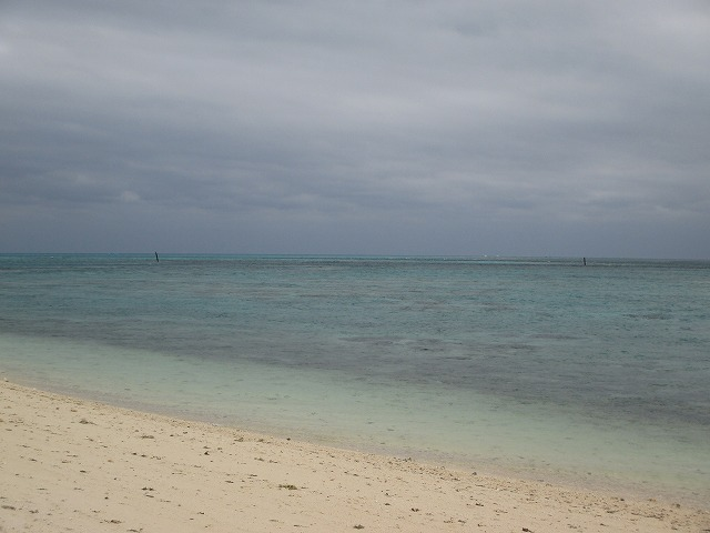 曇り空の海