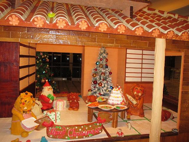 お菓子の家とシーサー