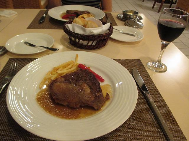 リブステーキと赤ワイン