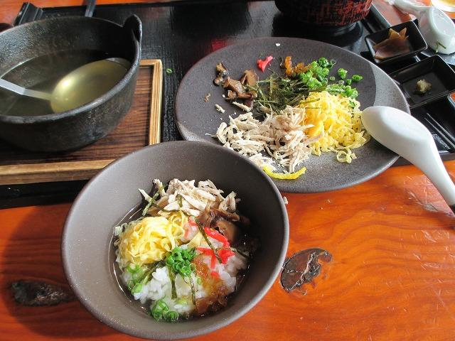 鶏飯の具とスープ
