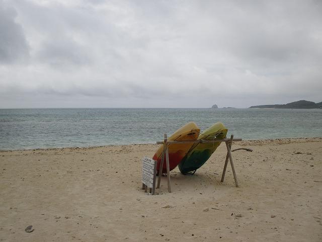 砂浜にサーフボード