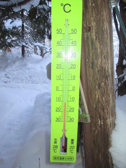 マイナス12℃を指す温度計