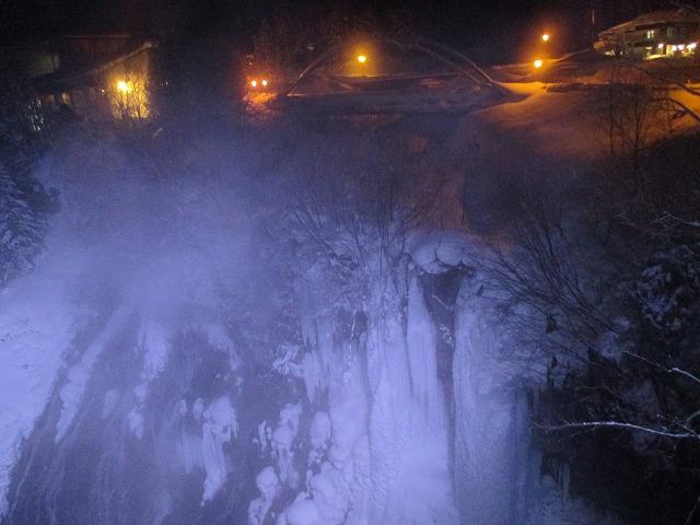 白ひげの滝ライトアップ