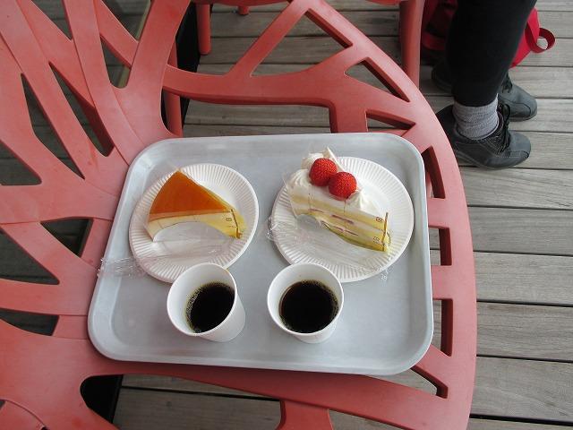 チーズケーキとショートケーキとコーヒー