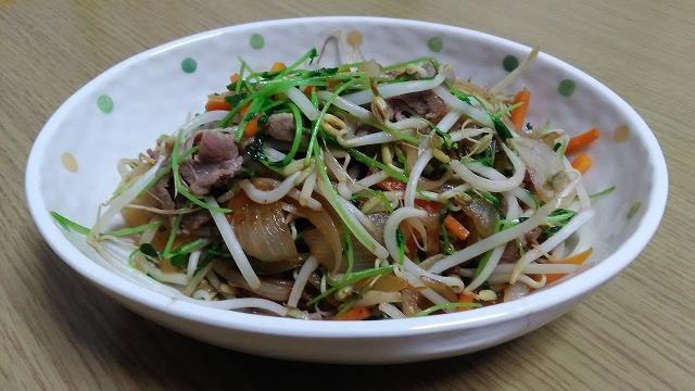豆苗の入った豚肉野菜炒め