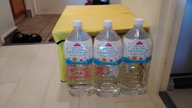 2リットルの水3本