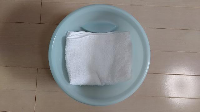 洗面器の中にタオル