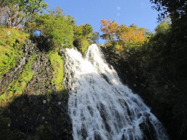 近くで見るオシンコシンの滝