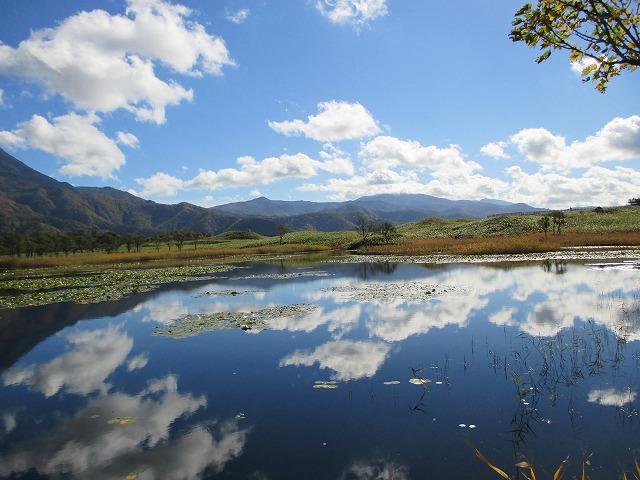 二湖に映る空