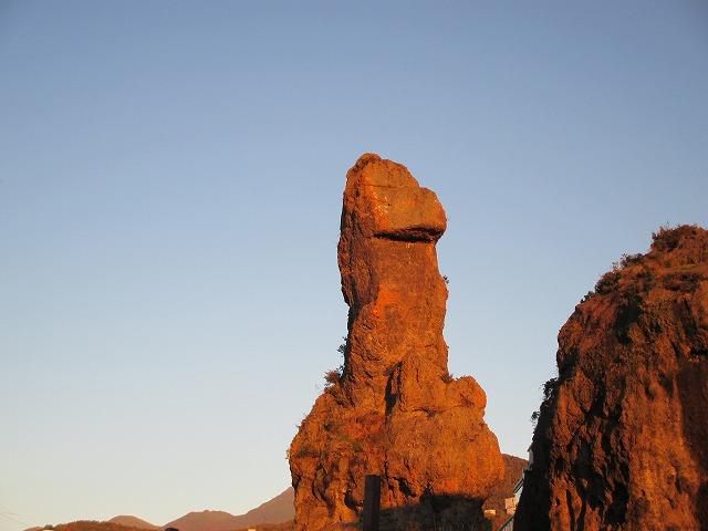 ゴジラ岩のアップ