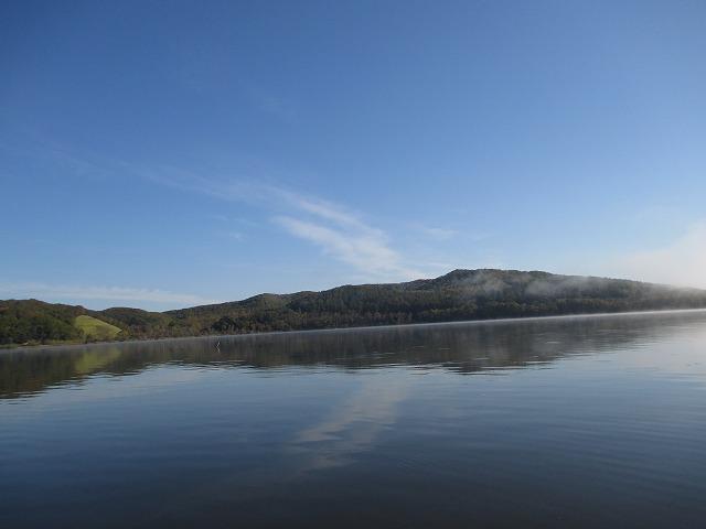 塘路湖と山並み