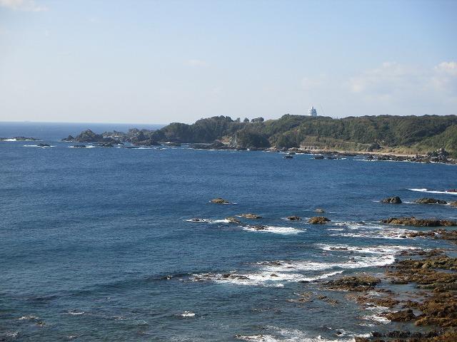 遠目に見る潮岬