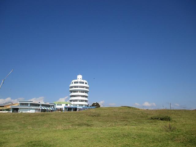 遠目に見る潮岬観光タワー