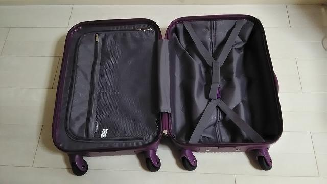 スーツケースの内部