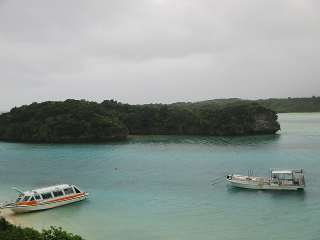 曇り空の川平湾
