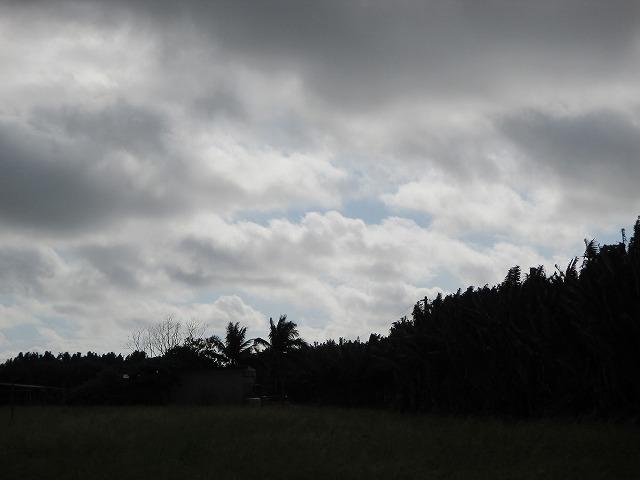 雲の隙間から青空