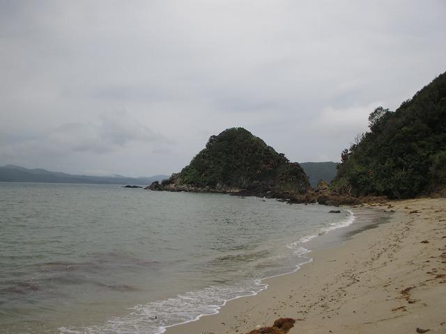 ヤドリ浜の波打ち際