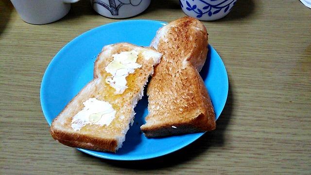 トーストした業務スーパー天然酵母食パン
