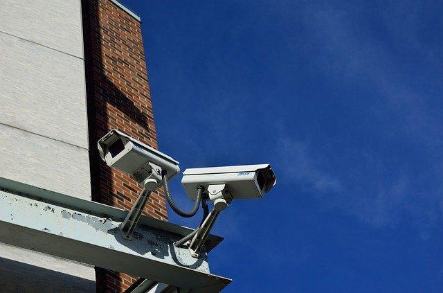 2台の防犯カメラ