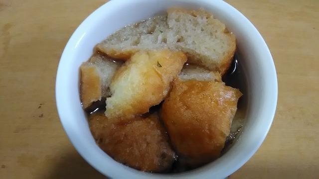 スープにひたしたフランスパン