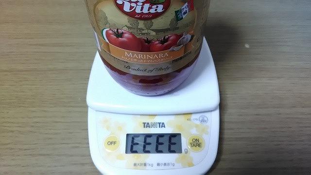 トマトソースとTANITAのはかり