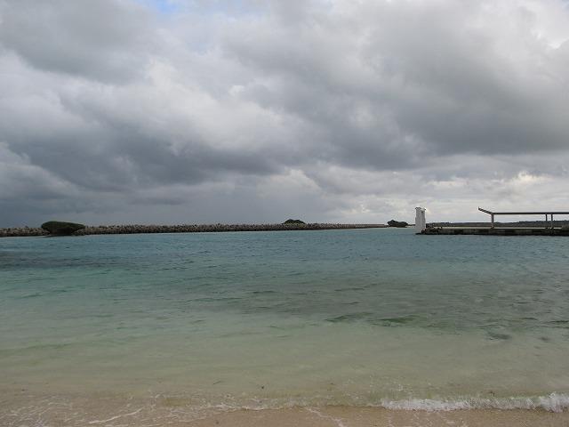 曇り空の黒島港